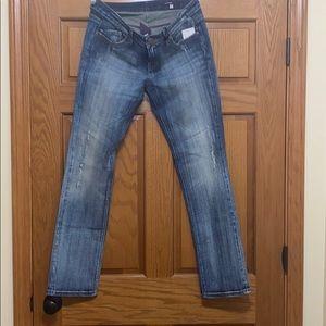 Vigoss Jeans. NWT. Size 9. Medium wash.